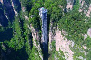 آسانسور بیلانگ (Bailong) در ژانگجیاجی (Zhangjiajie) چین